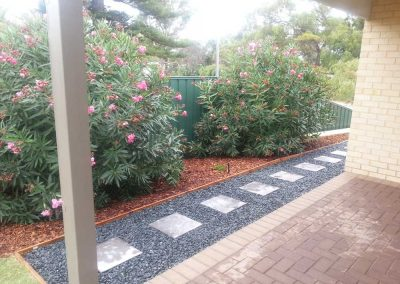 1-Charcoal-Steppers-in-Blue-Metal-and-Pine-Bark-Mulch